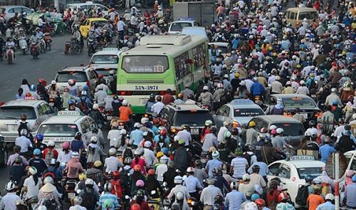 A mass of motorbikes in Ho Chi Minh City. www.gypsyat60.com